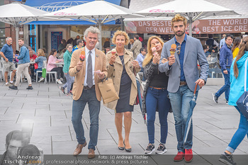 Swen Temmel und Meadow Williams - Zanoni und Stephansplatz, Wien - Di 04.09.2018 - Swen TEMMEL, girlfriend Meadow WILLIAMS, his parents Charly and 29