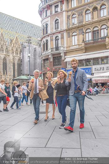 Swen Temmel und Meadow Williams - Zanoni und Stephansplatz, Wien - Di 04.09.2018 - Swen TEMMEL, girlfriend Meadow WILLIAMS, his parents Charly and 31