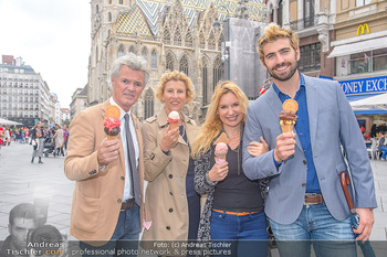 Swen Temmel und Meadow Williams - Zanoni und Stephansplatz, Wien - Di 04.09.2018 - Swen TEMMEL, girlfriend Meadow WILLIAMS, his parents Charly and 32