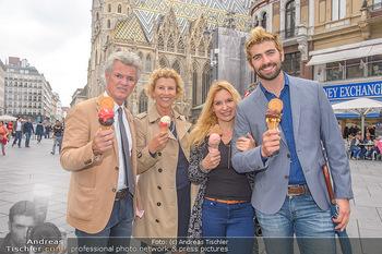 Swen Temmel und Meadow Williams - Zanoni und Stephansplatz, Wien - Di 04.09.2018 - Swen TEMMEL, girlfriend Meadow WILLIAMS, his parents Charly and 33
