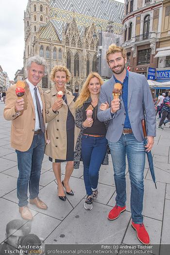 Swen Temmel und Meadow Williams - Zanoni und Stephansplatz, Wien - Di 04.09.2018 - Swen TEMMEL, girlfriend Meadow WILLIAMS, his parents Charly and 34