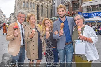 Swen Temmel und Meadow Williams - Zanoni und Stephansplatz, Wien - Di 04.09.2018 - Swen TEMMEL, girlfriend Meadow WILLIAMS, his parents Charly and 35