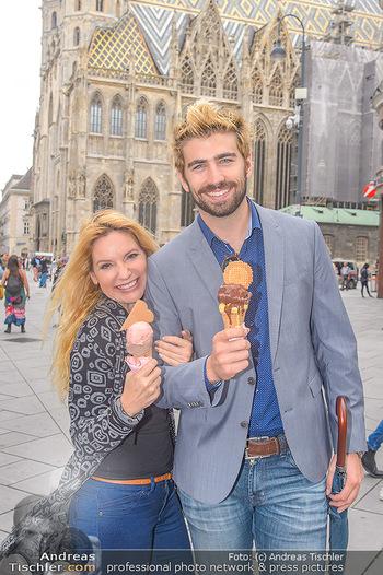 Swen Temmel und Meadow Williams - Zanoni und Stephansplatz, Wien - Di 04.09.2018 - Swen TEMMEL, girlfriend Meadow WILLIAMS in love in Vienna, eatin36
