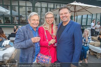 Runway Fashion Show - Kattus Sektkellerei - Do 06.09.2018 - Pedro KRAMREITER, Wolfgang SCHWARZ mit Veronica aus Moskau20