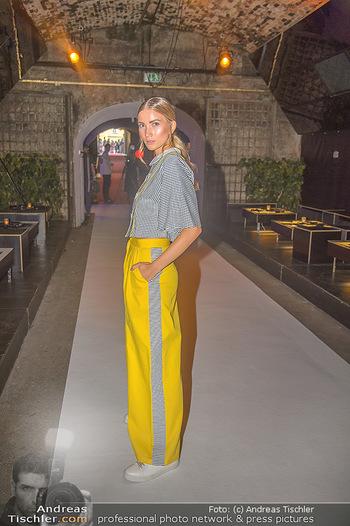 Runway Fashion Show - Kattus Sektkellerei - Do 06.09.2018 - Dragana STANKOVIC25