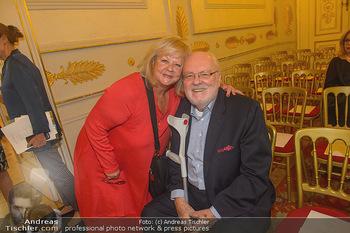Ehrenzeichen für Karl Spiehs - Bundeskanzleramt - Mo 10.09.2018 - Marianne MENDT, Felix DVORAK2
