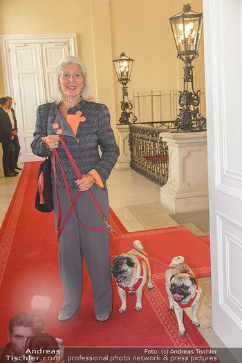 Ehrenzeichen für Karl Spiehs - Bundeskanzleramt - Mo 10.09.2018 - Christiane HÖRBIGER mit Möpsen, Hunden32