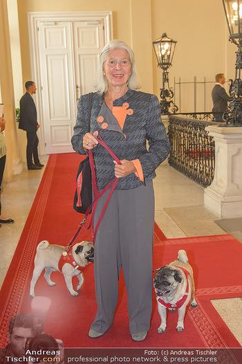 Ehrenzeichen für Karl Spiehs - Bundeskanzleramt - Mo 10.09.2018 - Christiane HÖRBIGER mit Möpsen, Hunden33
