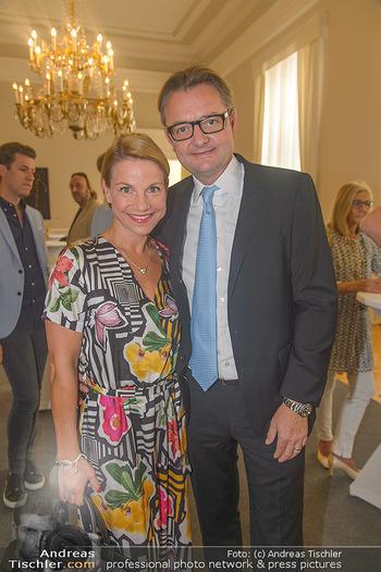 Ehrenzeichen für Karl Spiehs - Bundeskanzleramt - Mo 10.09.2018 - Kristina SPRENGER, Gerald GERSTBAUER34