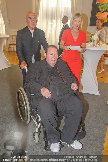 Ehrenzeichen für Karl Spiehs - Bundeskanzleramt - Mo 10.09.2018 - Ottfried FISCHER mit Simone, Otto RETZER43