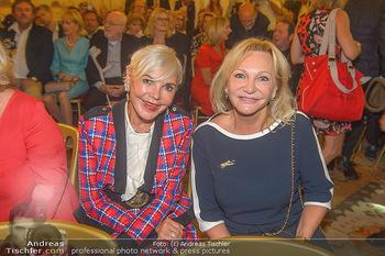 Ehrenzeichen für Karl Spiehs - Bundeskanzleramt - Mo 10.09.2018 - Friederike WLASCHEK, Ingrid FLICK57