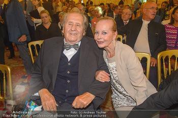 Ehrenzeichen für Karl Spiehs - Bundeskanzleramt - Mo 10.09.2018 - Karl SPIEHS mit Ehefrau Angelika61