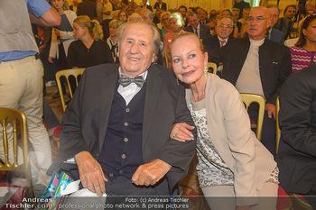 Ehrenzeichen für Karl Spiehs - Bundeskanzleramt - Mo 10.09.2018 - Karl SPIEHS mit Ehefrau Angelika62