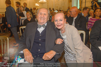 Ehrenzeichen für Karl Spiehs - Bundeskanzleramt - Mo 10.09.2018 - Karl SPIEHS mit Ehefrau Angelika63