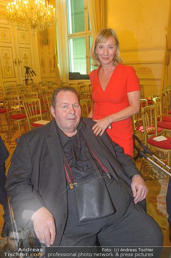 Ehrenzeichen für Karl Spiehs - Bundeskanzleramt - Mo 10.09.2018 - Ottfried FISCHER mit Simone96