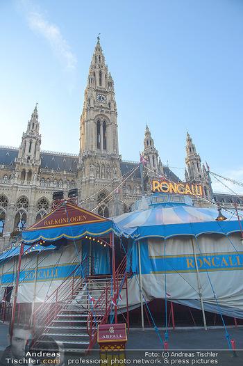Roncalli Zirkus Premiere - Roncalli Zirkuszelt Rathausplatz Wien - Mi 12.09.2018 - Roncalli Zirkuszelt vor dem Rathausplatz3