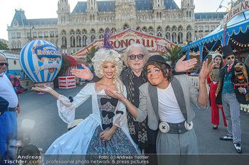 Roncalli Zirkus Premiere - Roncalli Zirkuszelt Rathausplatz Wien - Mi 12.09.2018 - Bernhard PAUL, Chistirrin (Clown), Quincy AZZARIO8