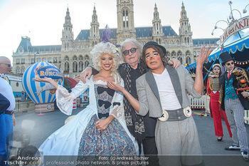 Roncalli Zirkus Premiere - Roncalli Zirkuszelt Rathausplatz Wien - Mi 12.09.2018 - Bernhard PAUL, Chistirrin (Clown), Quincy AZZARIO9