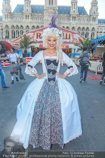 Roncalli Zirkus Premiere - Roncalli Zirkuszelt Rathausplatz Wien - Mi 12.09.2018 - Quincy AZZARIO16