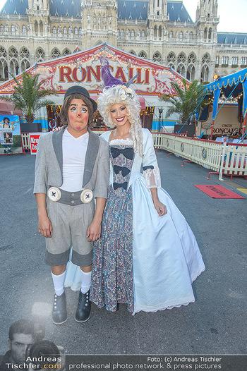 Roncalli Zirkus Premiere - Roncalli Zirkuszelt Rathausplatz Wien - Mi 12.09.2018 - Chistirrin (Clown), Quincy AZZARIO17