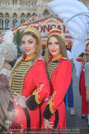 Roncalli Zirkus Premiere - Roncalli Zirkuszelt Rathausplatz Wien - Mi 12.09.2018 - Komparsen, Artisten, Damen, Billeteure18