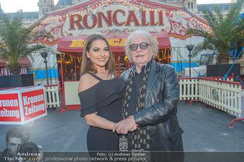 Roncalli Zirkus Premiere - Roncalli Zirkuszelt Rathausplatz Wien - Mi 12.09.2018 - Bernhard PAUL mit Tochter Vivian26