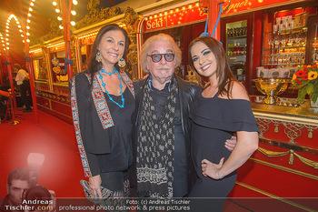 Roncalli Zirkus Premiere - Roncalli Zirkuszelt Rathausplatz Wien - Mi 12.09.2018 - Familie Bernhard PAUL mit Tochter Viviane und Ehefrau Eliana LAR40