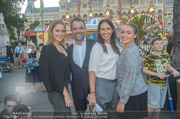 Roncalli Zirkus Premiere - Roncalli Zirkuszelt Rathausplatz Wien - Mi 12.09.2018 - Maria KÖSTLINGER mit Tochter Melanie HACKL, Jürgen MAURER mit 45
