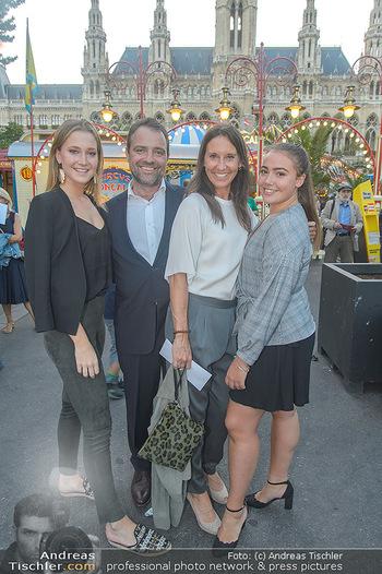 Roncalli Zirkus Premiere - Roncalli Zirkuszelt Rathausplatz Wien - Mi 12.09.2018 - Maria KÖSTLINGER mit Tochter Melanie HACKL, Jürgen MAURER mit 46
