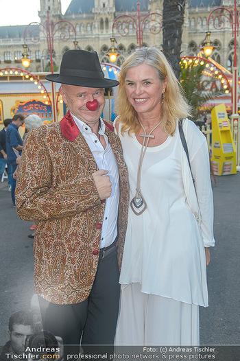 Roncalli Zirkus Premiere - Roncalli Zirkuszelt Rathausplatz Wien - Mi 12.09.2018 - Gernot KRANNER (war früher mal Clown), Siggi51
