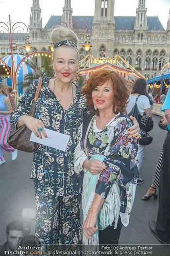 Roncalli Zirkus Premiere - Roncalli Zirkuszelt Rathausplatz Wien - Mi 12.09.2018 - Andrea BUDAY, Gerti SENGER54
