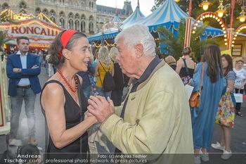 Roncalli Zirkus Premiere - Roncalli Zirkuszelt Rathausplatz Wien - Mi 12.09.2018 - Mercedes ECHERER, Peter WECK58