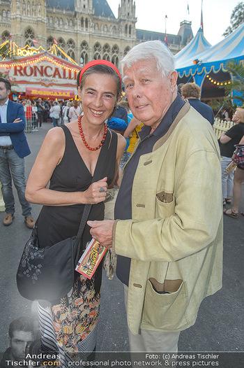 Roncalli Zirkus Premiere - Roncalli Zirkuszelt Rathausplatz Wien - Mi 12.09.2018 - Mercedes ECHERER, Peter WECK59