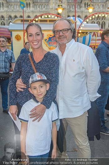 Roncalli Zirkus Premiere - Roncalli Zirkuszelt Rathausplatz Wien - Mi 12.09.2018 - Familie Adriana ZARTL mit Ehemann Andreas STICH und Sohn Luca61