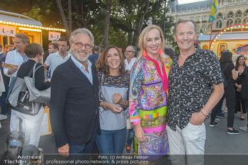 Roncalli Zirkus Premiere - Roncalli Zirkuszelt Rathausplatz Wien - Mi 12.09.2018 - Adi und Ela HIRSCHAL, Ossi SCHELLMANN mit Ehefrau Gabriele62