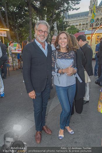 Roncalli Zirkus Premiere - Roncalli Zirkuszelt Rathausplatz Wien - Mi 12.09.2018 - Adi und Ela HIRSCHAL63