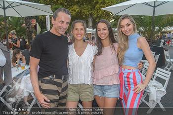 Roncalli Zirkus Premiere - Roncalli Zirkuszelt Rathausplatz Wien - Mi 12.09.2018 - Christian RAINER mit Freundin Sonja Magdalena MIELCZAREK, Kinder67