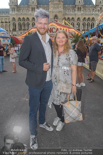 Roncalli Zirkus Premiere - Roncalli Zirkuszelt Rathausplatz Wien - Mi 12.09.2018 - Ulrike BEIMPOLD, Camillo STEPANEK73