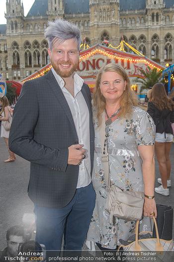 Roncalli Zirkus Premiere - Roncalli Zirkuszelt Rathausplatz Wien - Mi 12.09.2018 - Ulrike BEIMPOLD, Camillo STEPANEK74