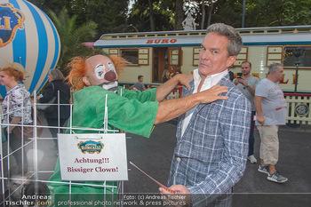 Roncalli Zirkus Premiere - Roncalli Zirkuszelt Rathausplatz Wien - Mi 12.09.2018 - Alfons HAIDER mit Clown76