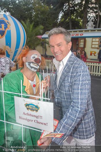 Roncalli Zirkus Premiere - Roncalli Zirkuszelt Rathausplatz Wien - Mi 12.09.2018 - Alfons HAIDER mit Clown77