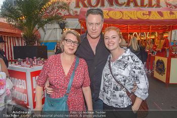 Roncalli Zirkus Premiere - Roncalli Zirkuszelt Rathausplatz Wien - Mi 12.09.2018 - Familie Nicholas OFCZAREK, Tamara METELKA, Tochter Maeve82