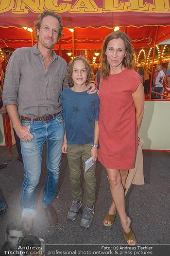 Roncalli Zirkus Premiere - Roncalli Zirkuszelt Rathausplatz Wien - Mi 12.09.2018 - Doris SCHRETZMEYER mit Ehemann Florian HORWARTH und Sohn Nikolai84