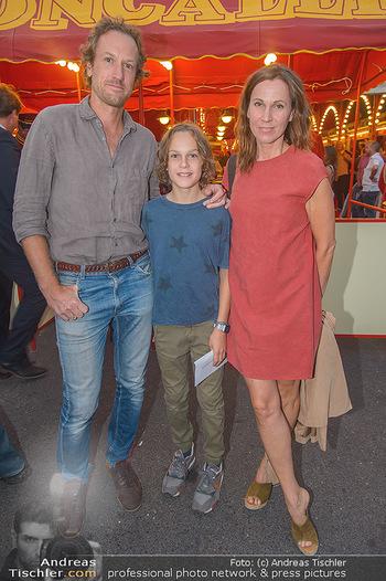 Roncalli Zirkus Premiere - Roncalli Zirkuszelt Rathausplatz Wien - Mi 12.09.2018 - Doris SCHRETZMEYER mit Ehemann Florian HORWARTH und Sohn Nikolai85