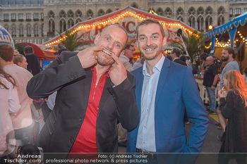 Roncalli Zirkus Premiere - Roncalli Zirkuszelt Rathausplatz Wien - Mi 12.09.2018 - Gery KESZLER mit Begleitung Michael88
