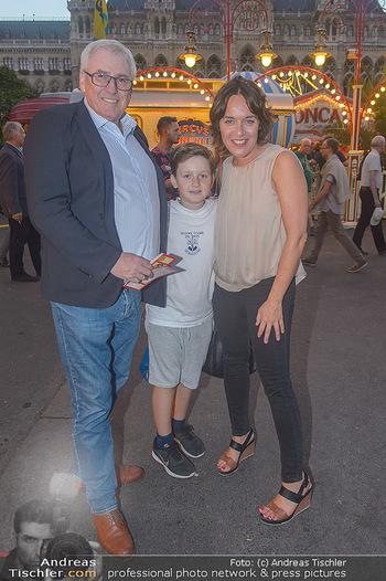 Roncalli Zirkus Premiere - Roncalli Zirkuszelt Rathausplatz Wien - Mi 12.09.2018 - Pius STOBL, Eva PÖLZL, Sohn Julius95