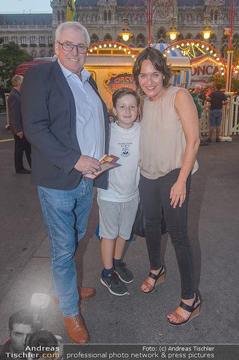 Roncalli Zirkus Premiere - Roncalli Zirkuszelt Rathausplatz Wien - Mi 12.09.2018 - Pius STOBL, Eva PÖLZL, Sohn Julius96