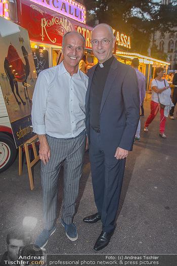 Roncalli Zirkus Premiere - Roncalli Zirkuszelt Rathausplatz Wien - Mi 12.09.2018 - Peter FRIESE, Toni FABER98