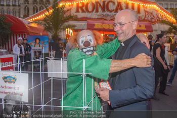 Roncalli Zirkus Premiere - Roncalli Zirkuszelt Rathausplatz Wien - Mi 12.09.2018 - Toni FABER mit Clown100
