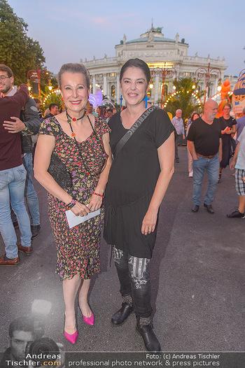 Roncalli Zirkus Premiere - Roncalli Zirkuszelt Rathausplatz Wien - Mi 12.09.2018 - Gräfin Evi WALDERDORFF, Carmen KREUZER101